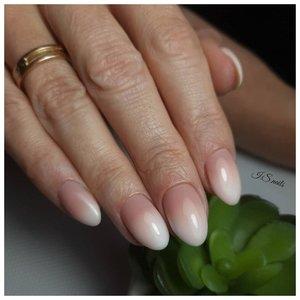 Френч в стиле омбре на ногтях