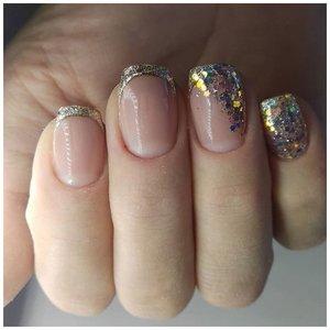 Шикарный френч с блестками на короткие ногти