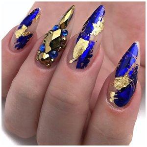 Очень длинные синие ногти с золотом