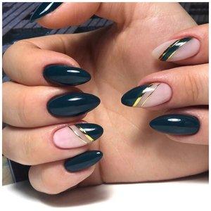 Темные ногти с золотом