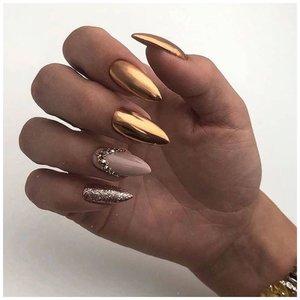 Блестящие золотые ногти