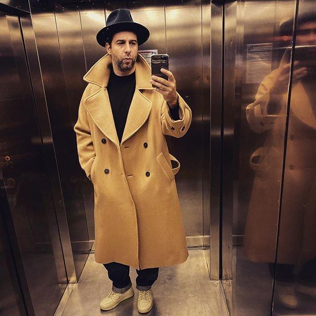 Ургант в шляпе и пальто
