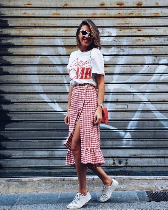 Модная миди юбка с футболкой