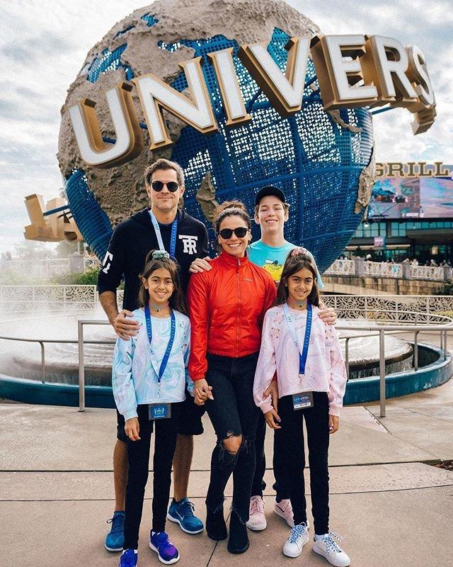 Джованна Антонелли с мужем и детьми