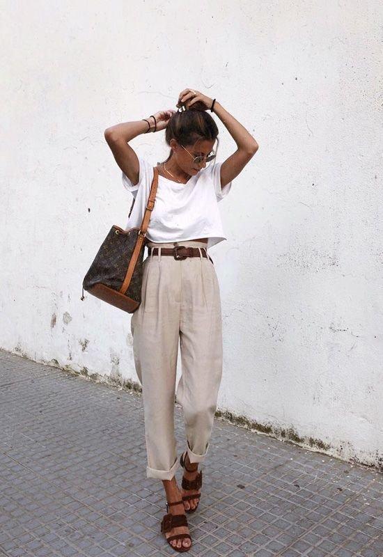 Короткая футболка с брюками