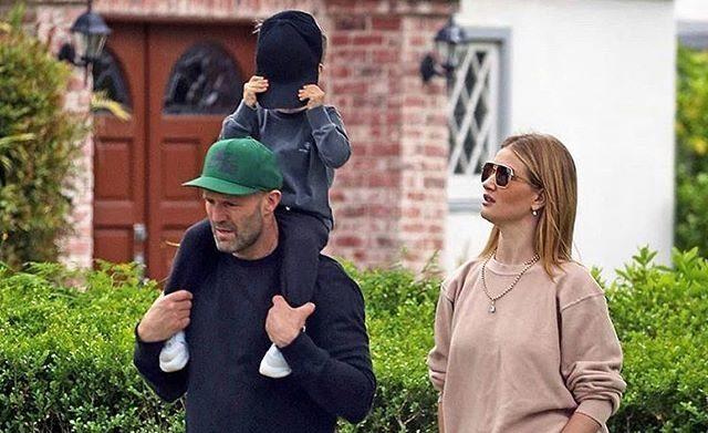 Джейсон Стейтем с женой и сыном