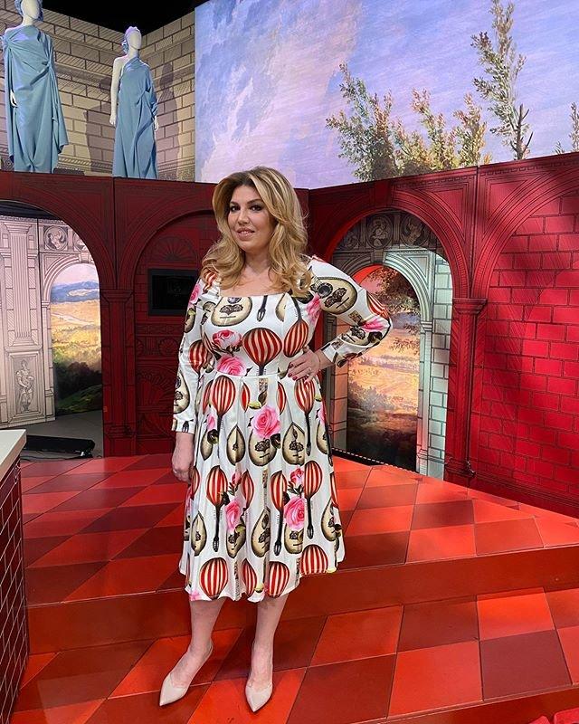 Екатерина Скулкина в летнем платье