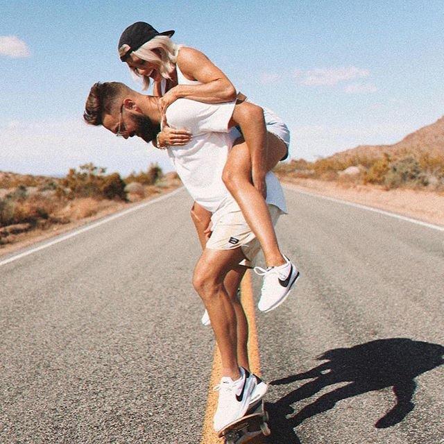 Фото с парнем на дороге