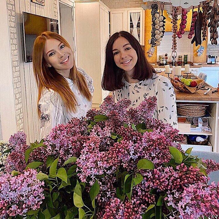 Наталья Подольская с сестрой