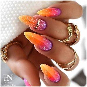 Длинные яркие ногти
