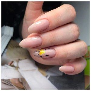 Нюдовые ногти с цветами