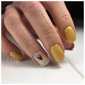 Пастельные ногти с изображением ириса