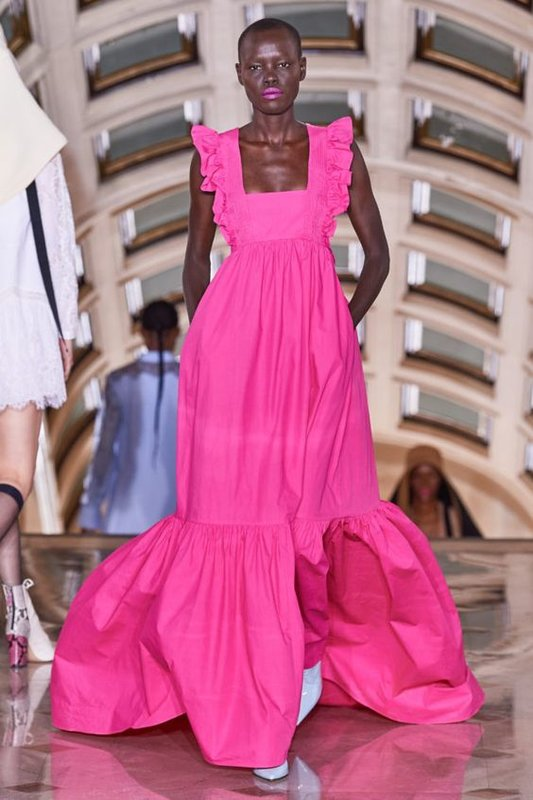 Розовое платье сарафан