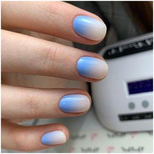 Молочно-голубые ногти