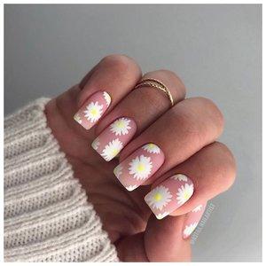 Ромашки на ногтях с матовым покрытием