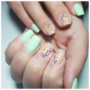 Веточки на ногтях