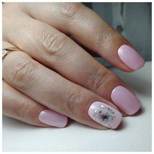 Красивый бледно-розовый маникюр