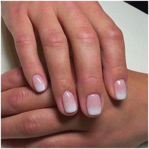 Градиентный французский маникюр на короткие ногти