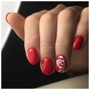 Красный маникюр с розами