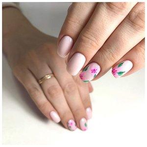 Розовые ногти с цветами