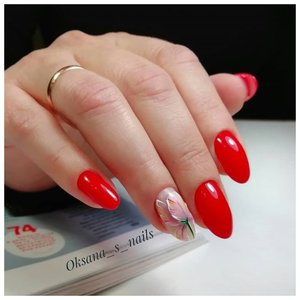 Красивый красный маникюр для взрослой женщины