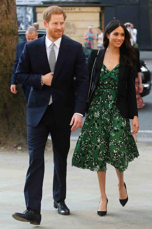 Меган в зеленом миди платье