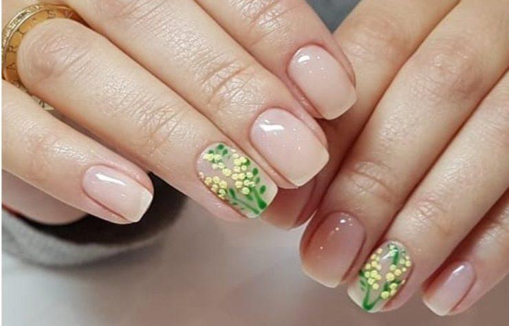 Нежная мимоза на ногтях