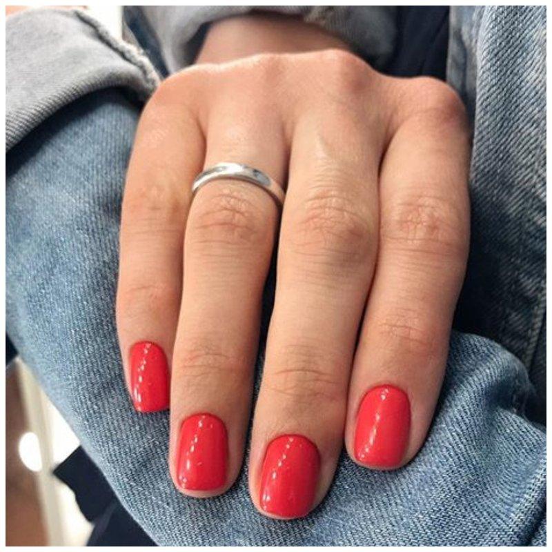 Элегантные красные ногти