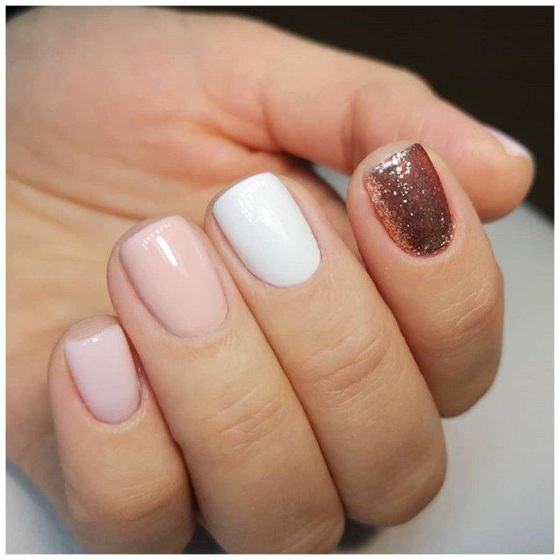 Разноцветные светлые ногти