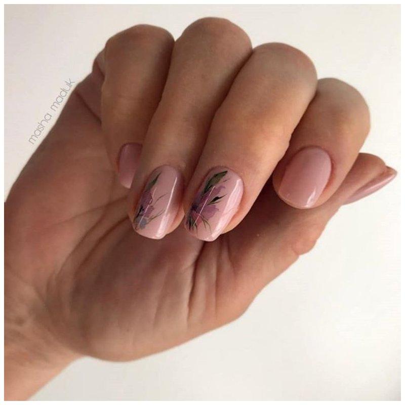 Нюдовые ногти с рисунком