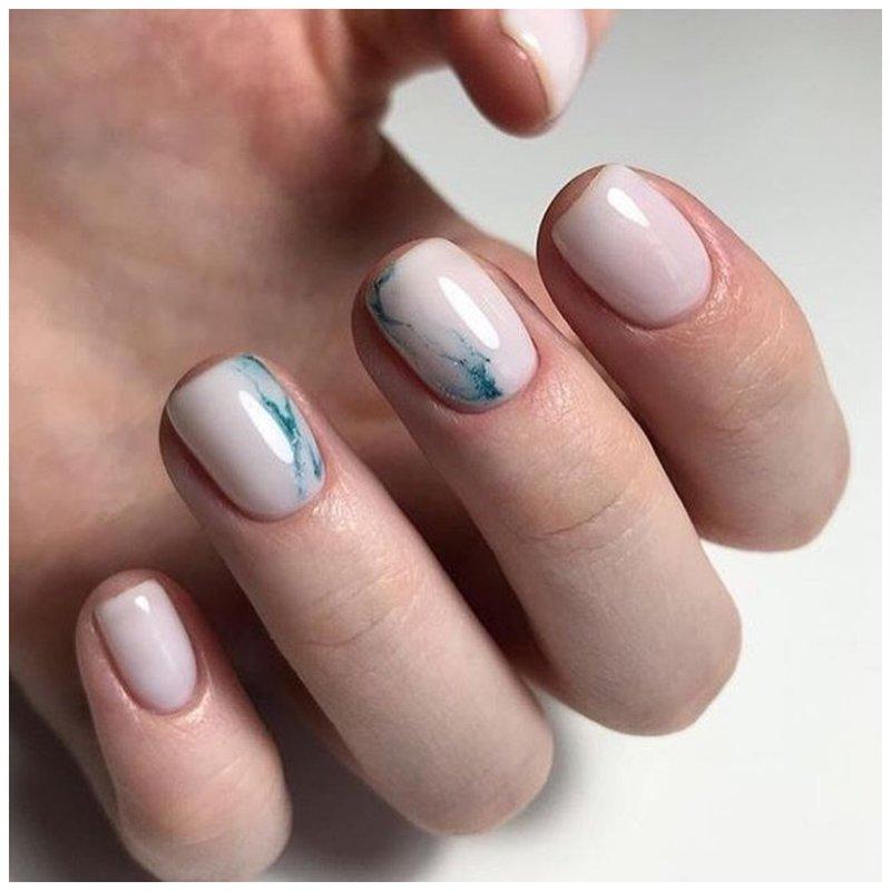Красивые ногти с абстрактным дизайном