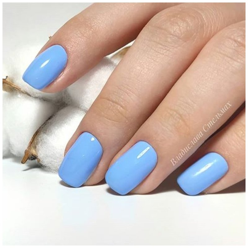 Нежные голубые ногти
