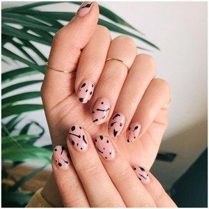 Дизайн на ногтях - растекшиеся точки