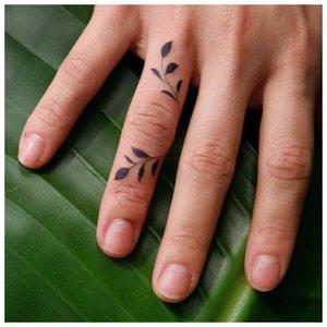 Нежная татуировка для девушек