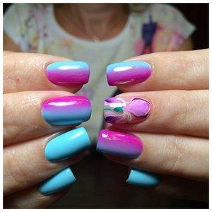 Двухцветные ногти на лето