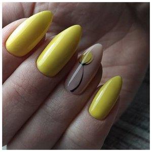 Желтые ногти с тюльпанами