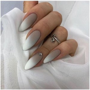 Коричнево-белые ногти