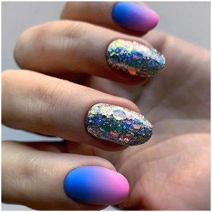 Длинные ногти со стразами
