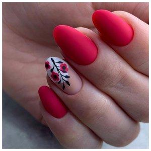 Матовые красные ногти с изображением цветов
