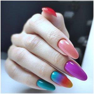 Разноцветный длинный маникюр