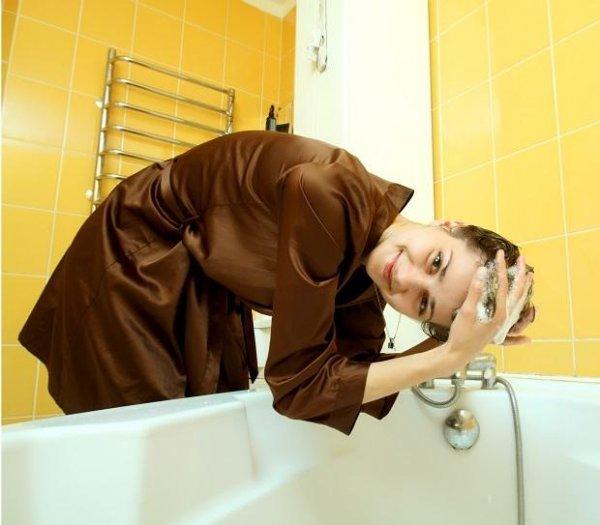 Неправильная позиция при мытье головы