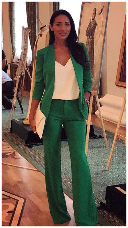 Алсу в зеленом костюме