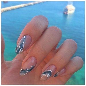 Интересный дизайн на ногтях