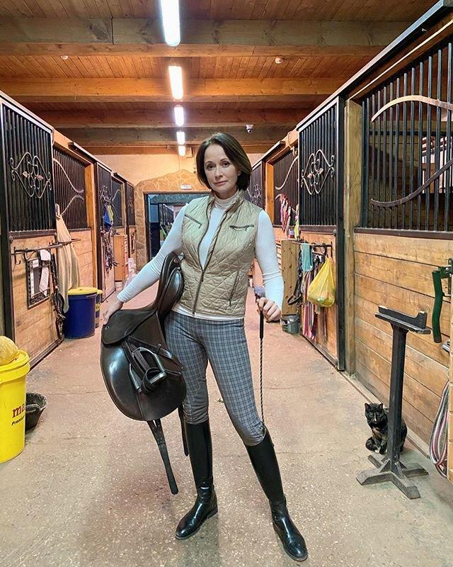 Ольга Кабо увлекается верховой ездой