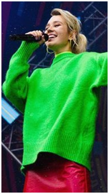 Клава Кока в зеленом свитере