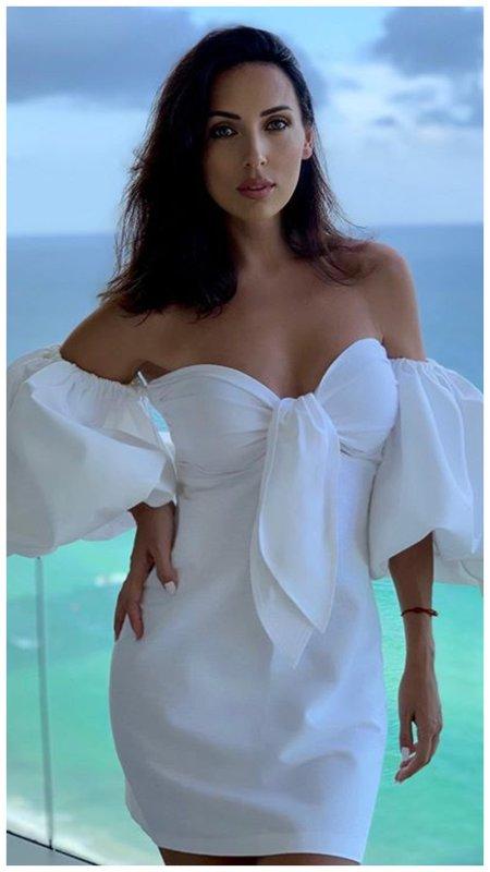 Алсу в коротком летнем платье