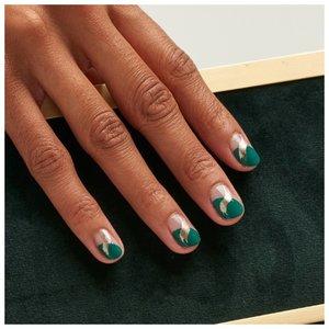 Оригинальный дизайн на ногтях на лето