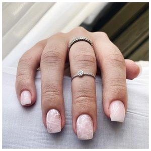 """Красивые светлые ногти с дизайном """"мрамор"""""""