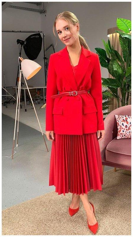 Кристина Асмус в красном образе