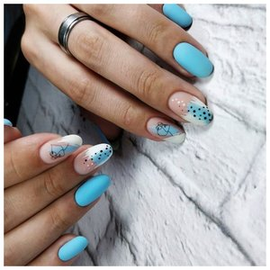 Голубые ногти с красивым дизайном